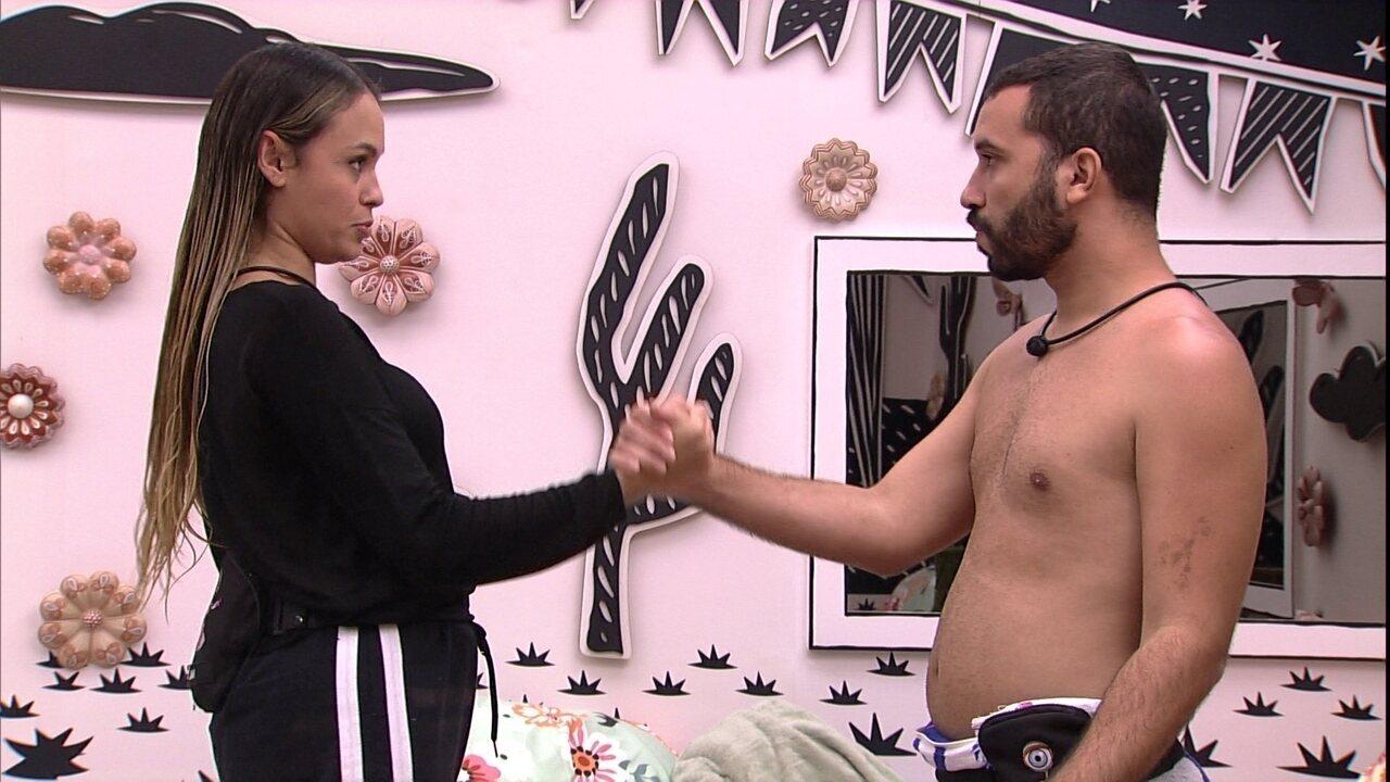 Sarah sugere Pardeão falso para ela ou Gilberto e aponta: 'Vamos ficar 100 dias'