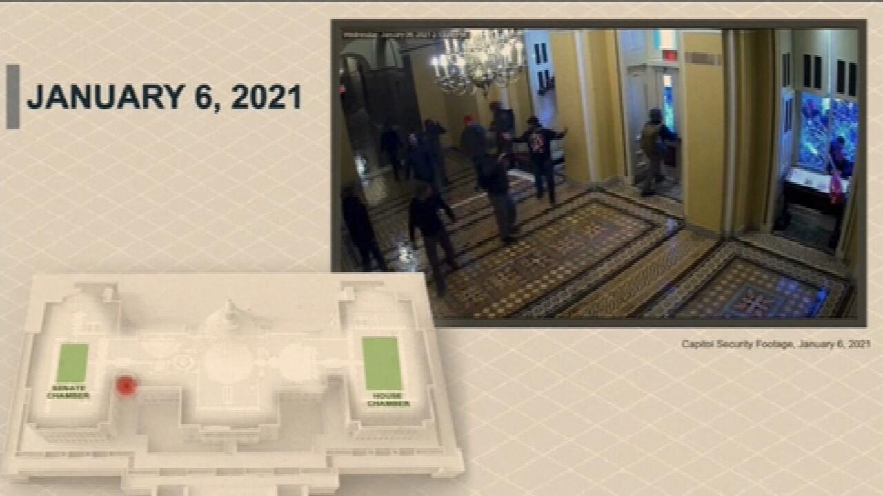 Novas imagens da invasão ao Capitólio são usadas no julgamento de impeachment de Trump
