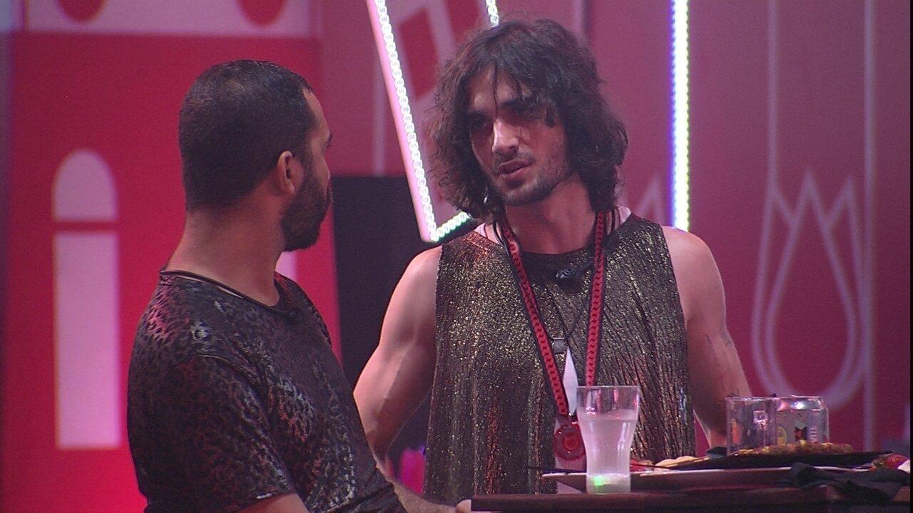 Gilberto fala para brothers sobre Paredão: 'Acho que a gente pode ir junto'