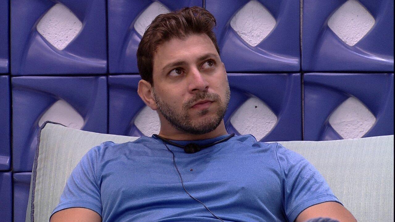 Caio diz que não quer indicar Arthur para o Paredão do BBB21: 'Dois votos contra um'