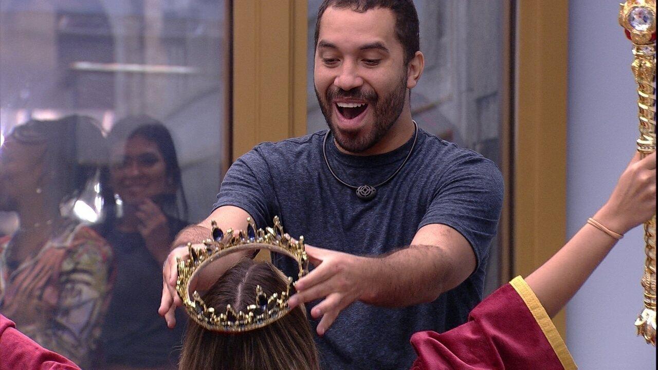 Gilberto coroa Sarah como Líder do BBB21