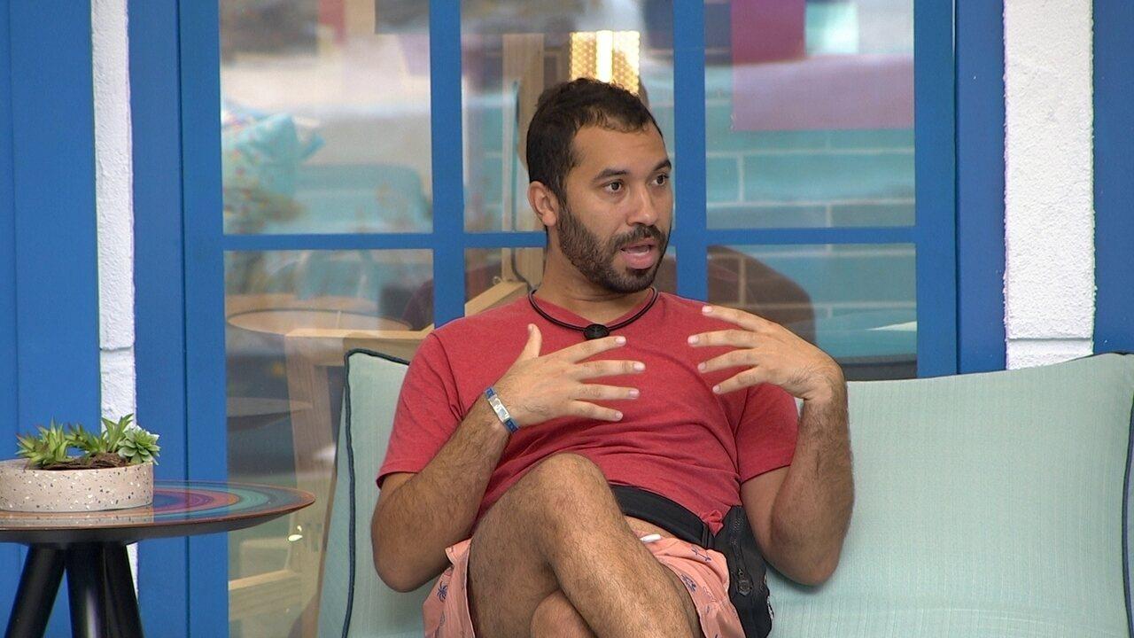 Gilberto desabafa sobre situação com brothers no BBB21: 'Eu fiquei arrasado'