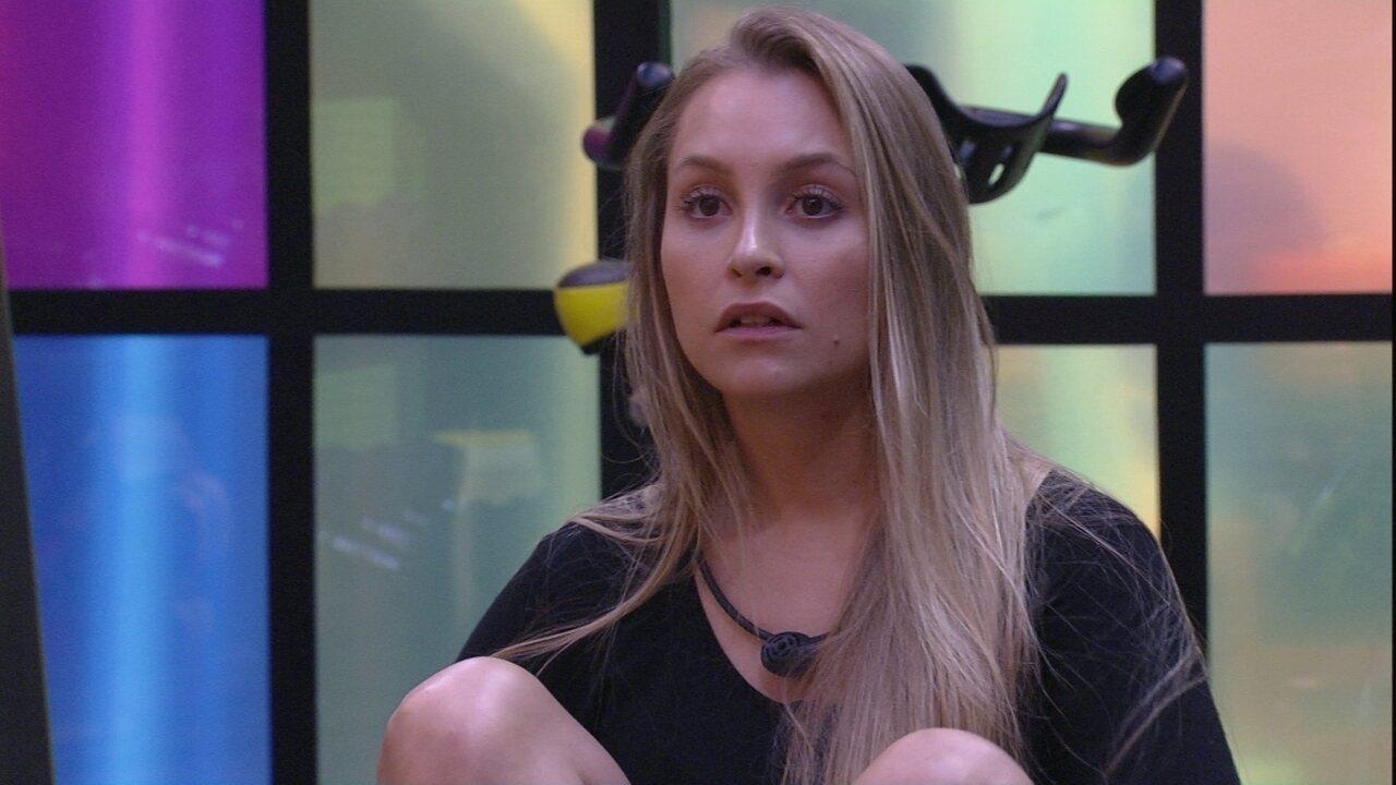 Carla Diaz comenta sobre Arthur para Sarah e Juliette