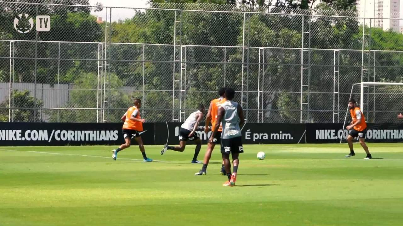 Atletas da base do Corinthians treinam com time profissional