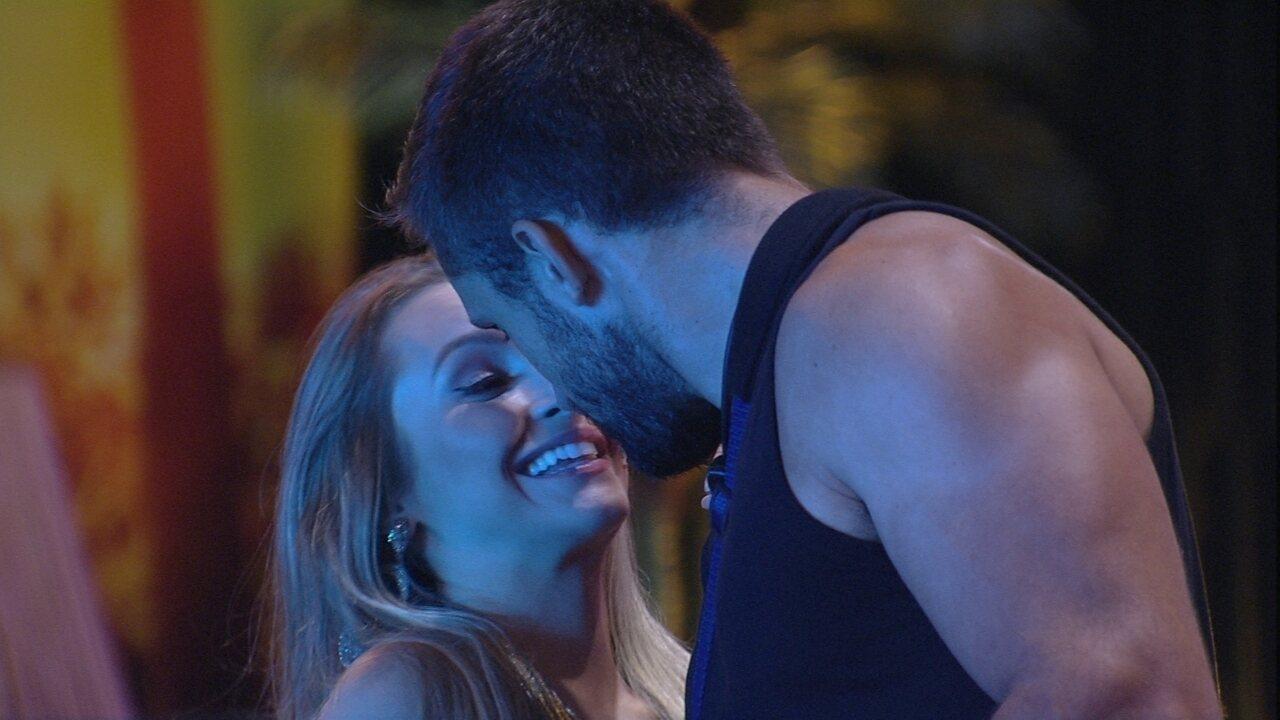 Arthur se declara para Carla Diaz: 'Será que foi a melhor coisa que aconteceu no BBB21?'