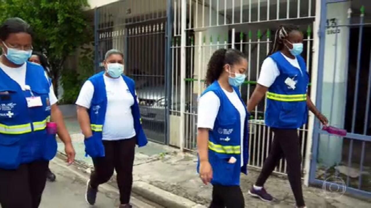 'A gente vai lidando calmamente, com muita diplomacia', conta agentes que trabalham com a conscientização do uso de máscaras