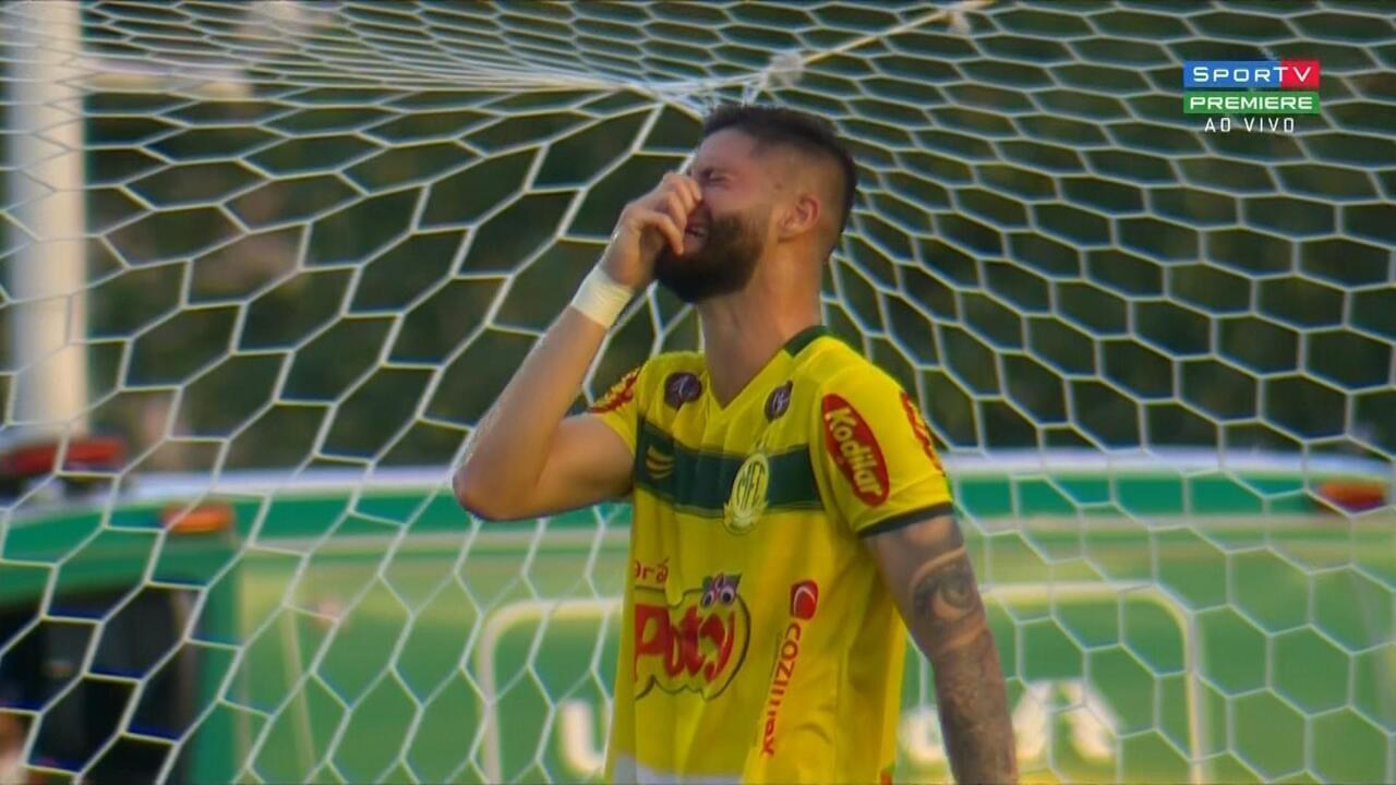 Fala, Fabrício! Atacante se emociona após marcar o gol da vitória do Mirassol