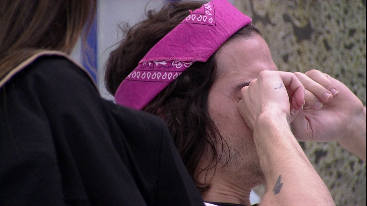 Fiuk chora no BBB21 após conversa com Lumena e é acolhido por Thaís e Viih Tube