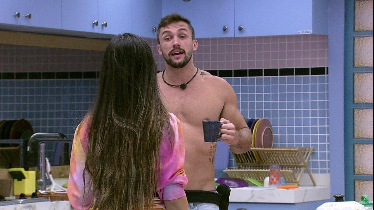 Arthur alfineta Juliette no BBB21: 'Nada me impede de votar em você no domingo'