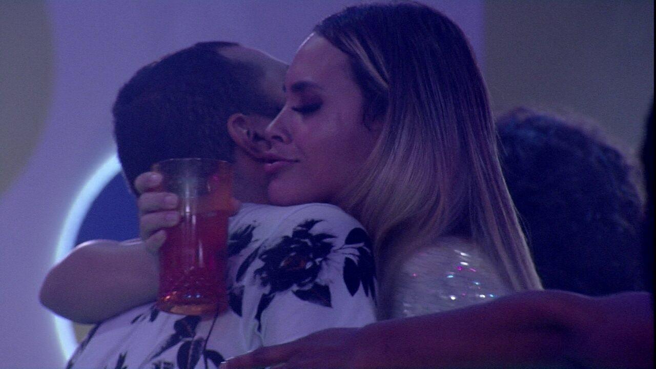 Gilberto e Sarah trocam declarações no BBB21: 'Vamos ficar juntos até o último dia'