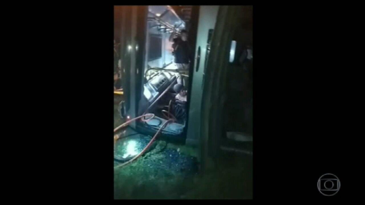 Ônibus do BRT se envolve em acidente em Guaratiba