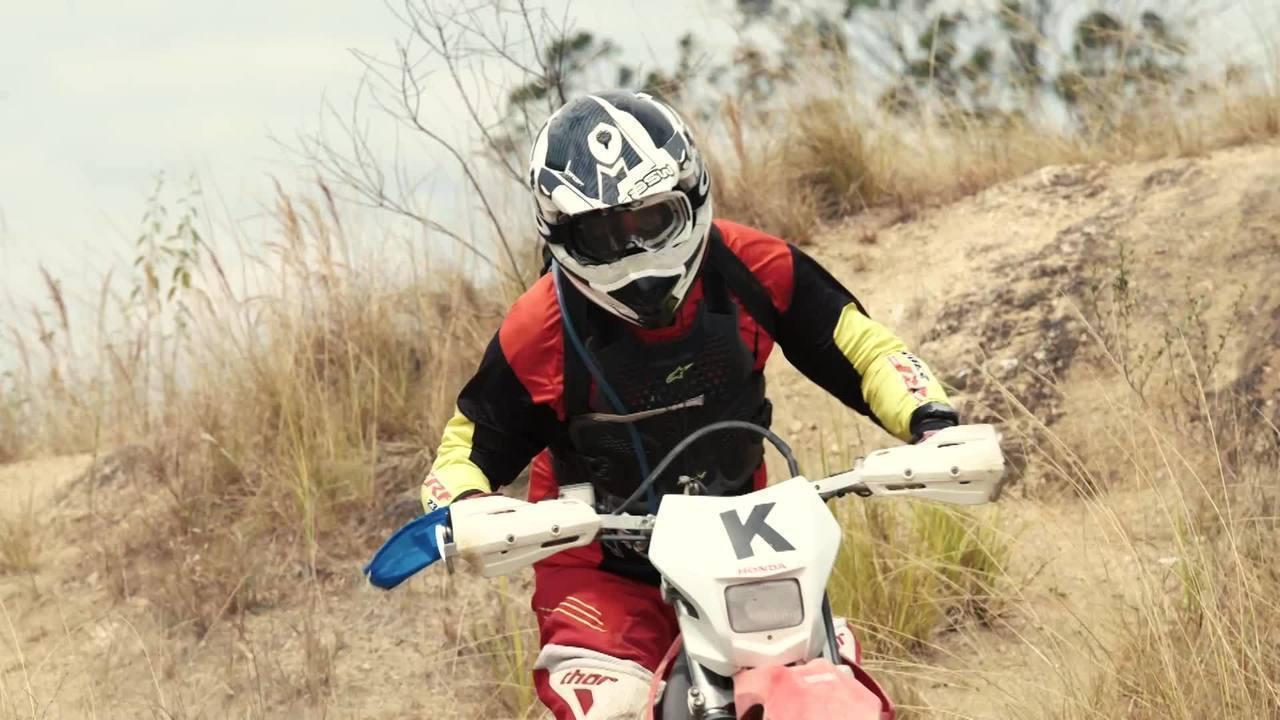 Na neve ou no meio do mato: trilheiros mostram como vencer desafios de moto