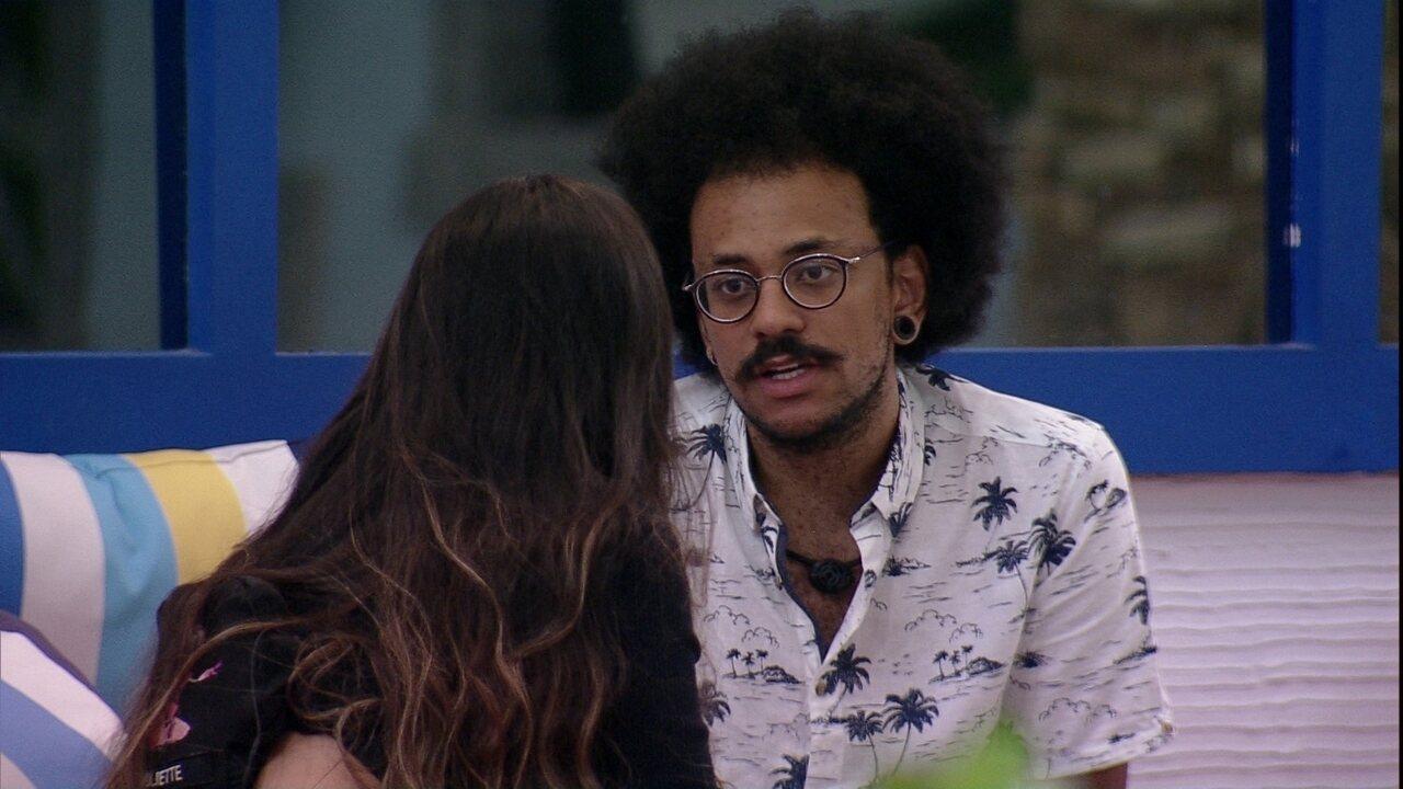 João Luiz analisa reação de sister após ser indicada ao Paredão do BBB21
