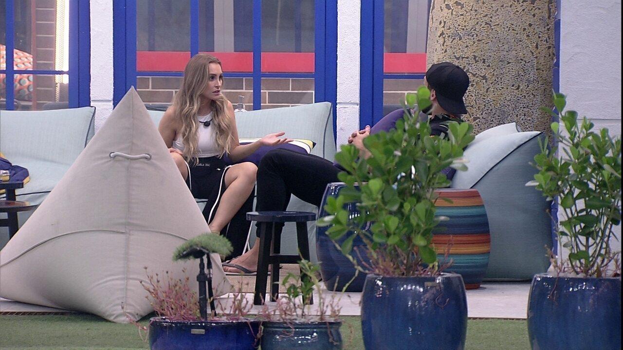 No BBB21, Carla Diaz e Arthur discutem