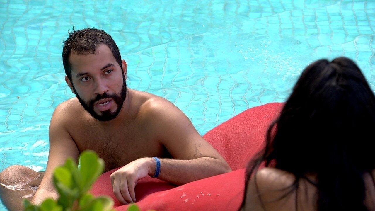 Gilberto comenta com sister do BBB21: 'Hoje eu me sinto muito mais feliz'