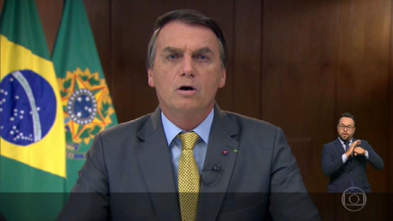 Em pronunciamento, Bolsonaro muda de postura e estimula a vacinação