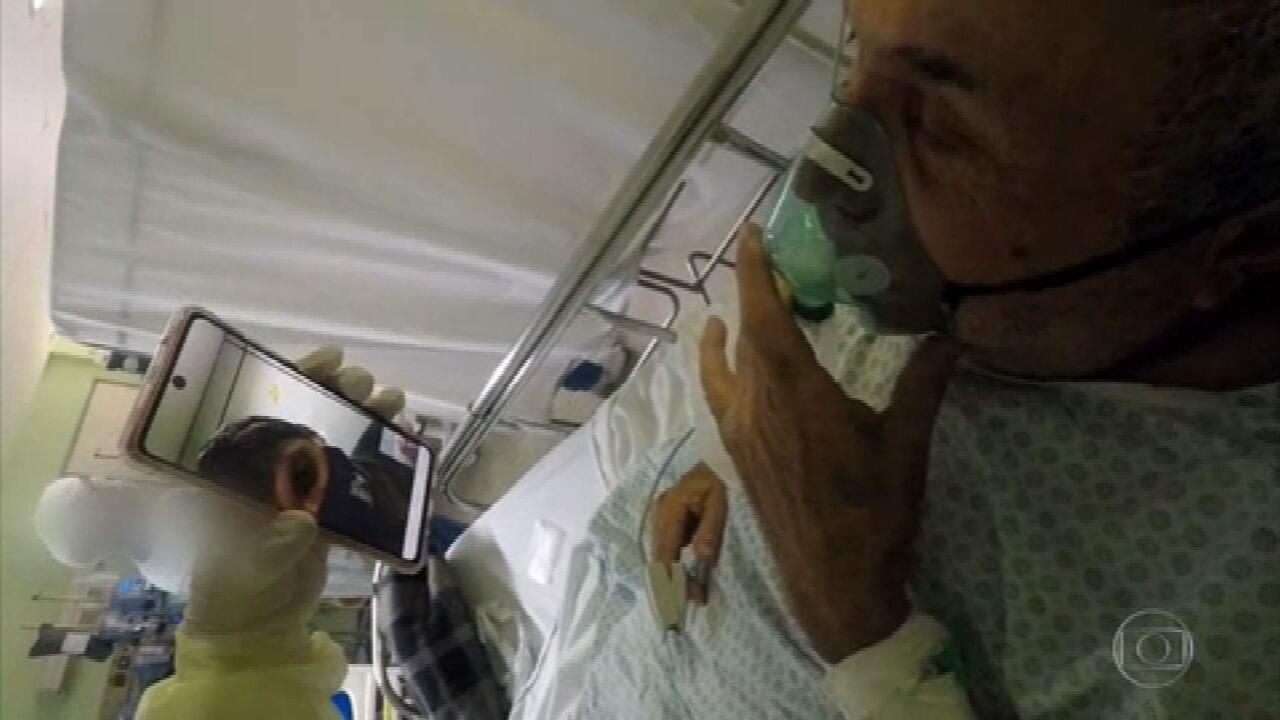 Assistente social mostra o trabalho de conforto de pacientes com Covid em hospital paulista