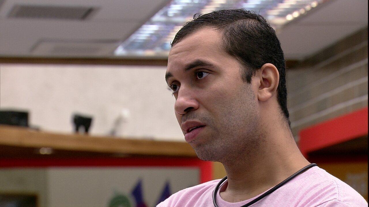 Gilberto se questiona no BBB21: 'Será que o povo acha que eu fui falso com a Juliette?'