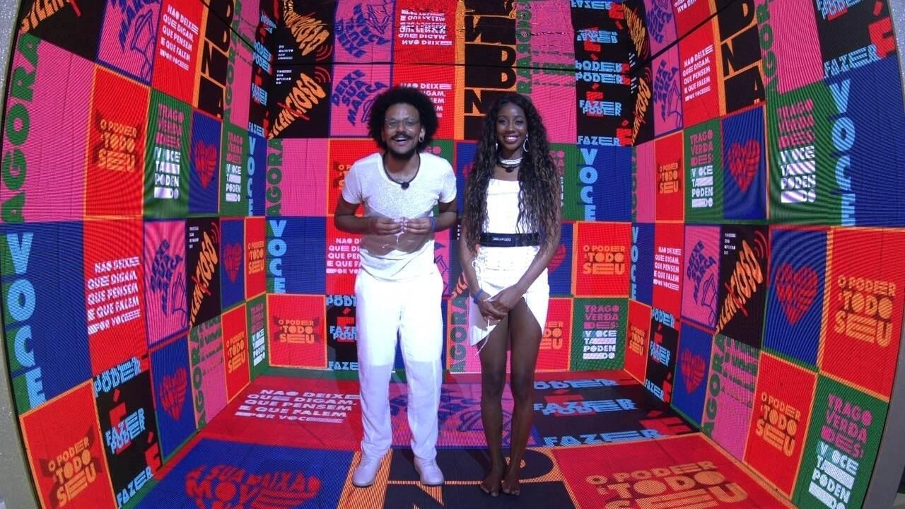 Camilla de Lucas e João Luiz fingem apresentar um programa do BBB21