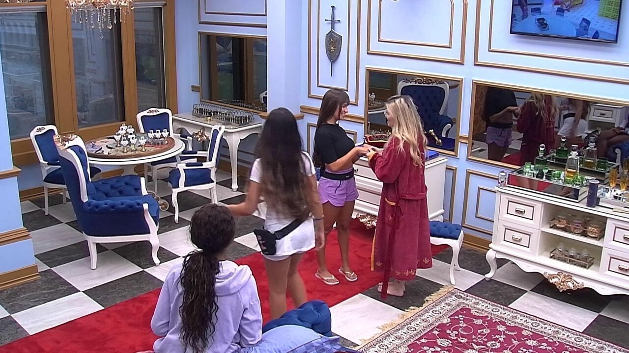 Viih Tube convida Thaís, Juliette e Camilla de Lucas para o Cinema do Líder