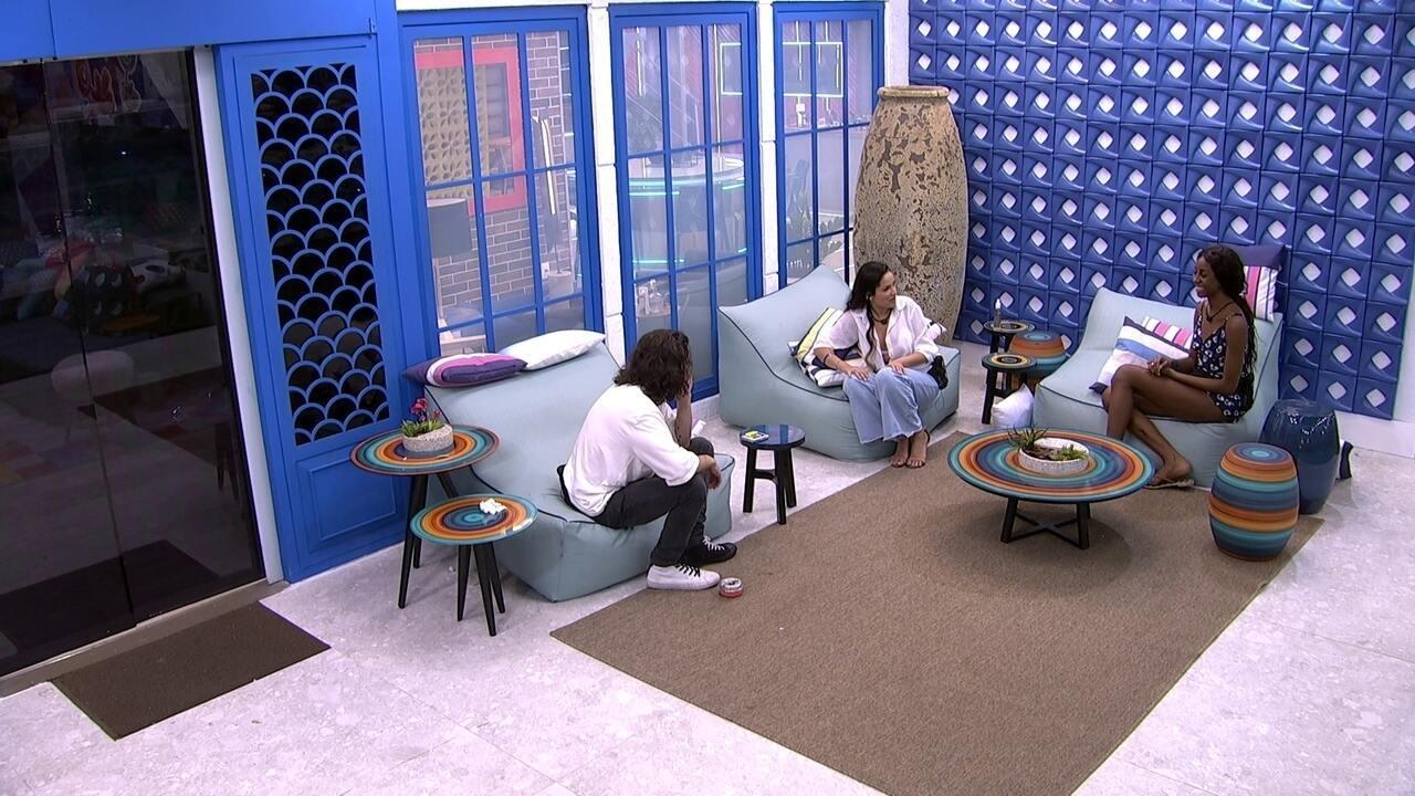 Camilla de Lucas comenta com brothers: 'Acho até engraçado ver Juliette e Fiuk conversando