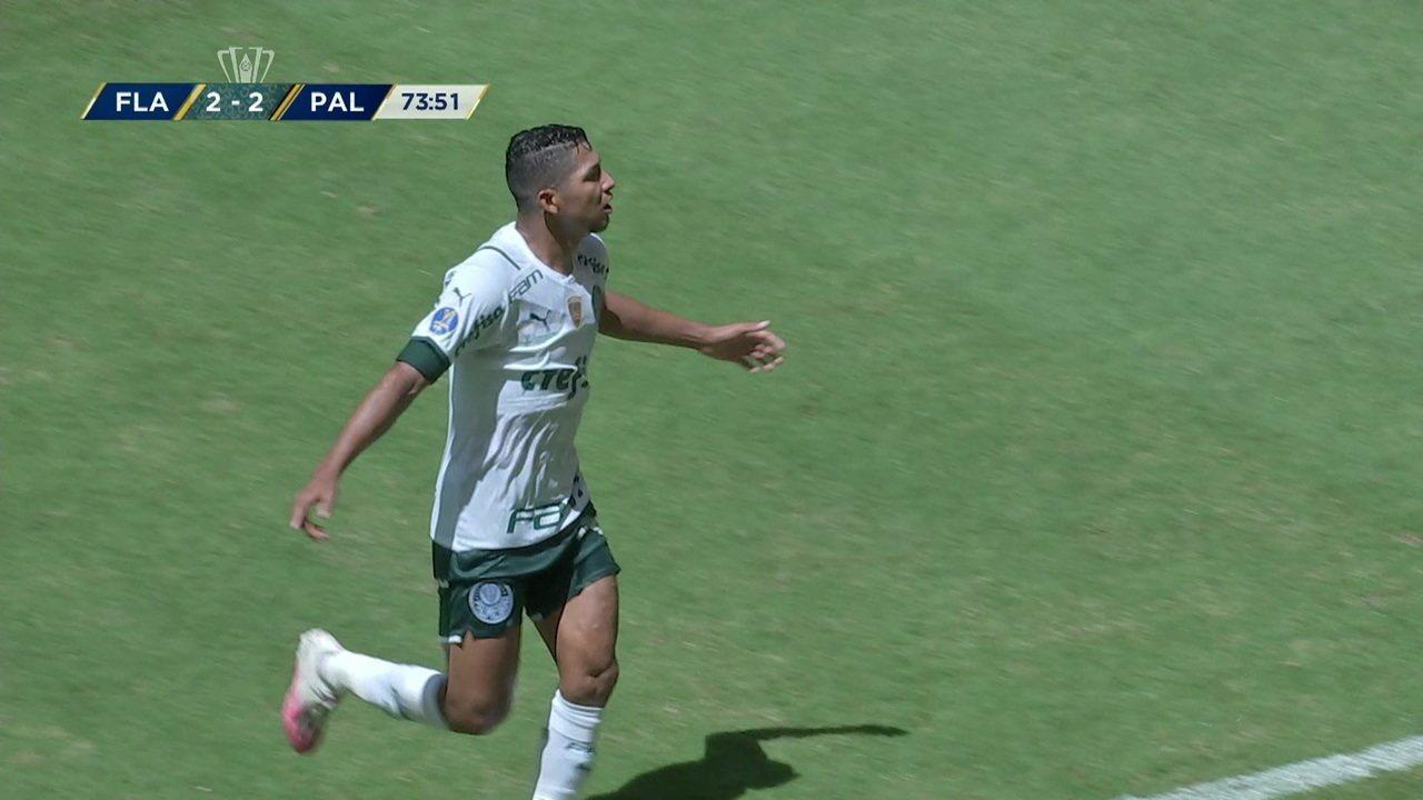 Gol do Palmeiras! Raphael Veiga cobra o pênalti e empata o jogo, aos 28' do 2º tempo