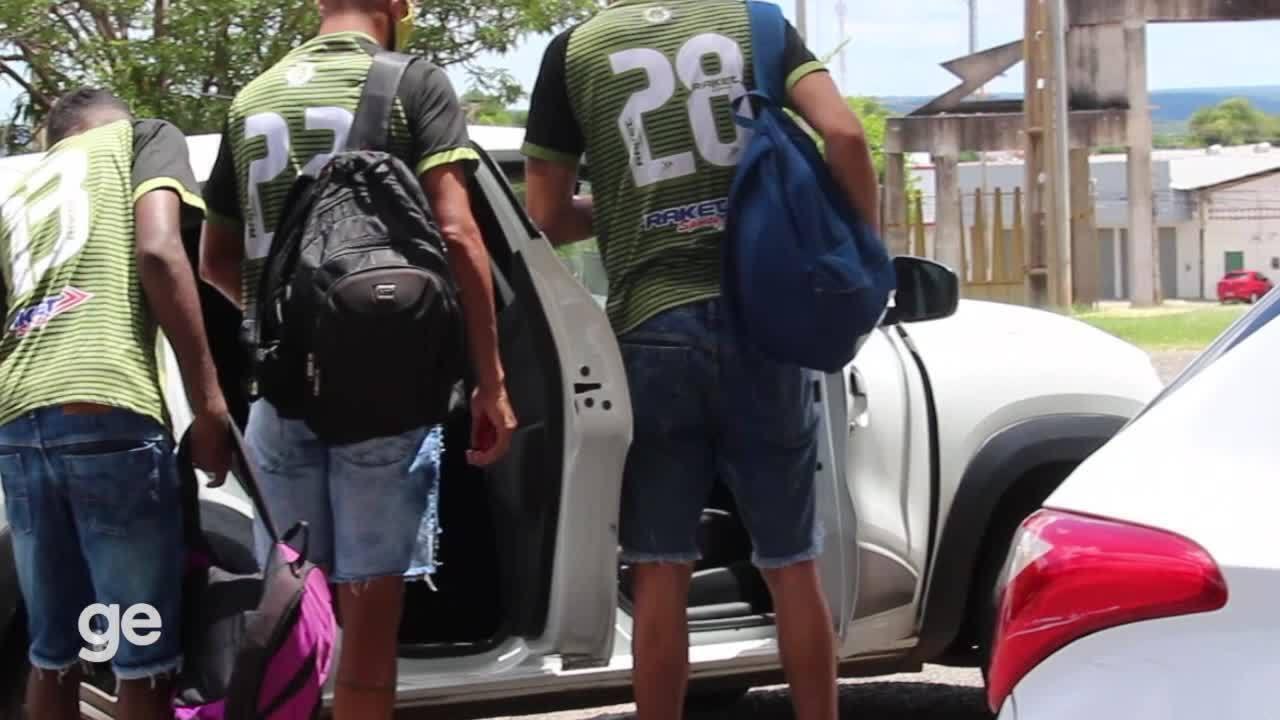 Jogadores do Tiradentes-PI deixam estádio de Uber ou carona após jogo do Piauiense