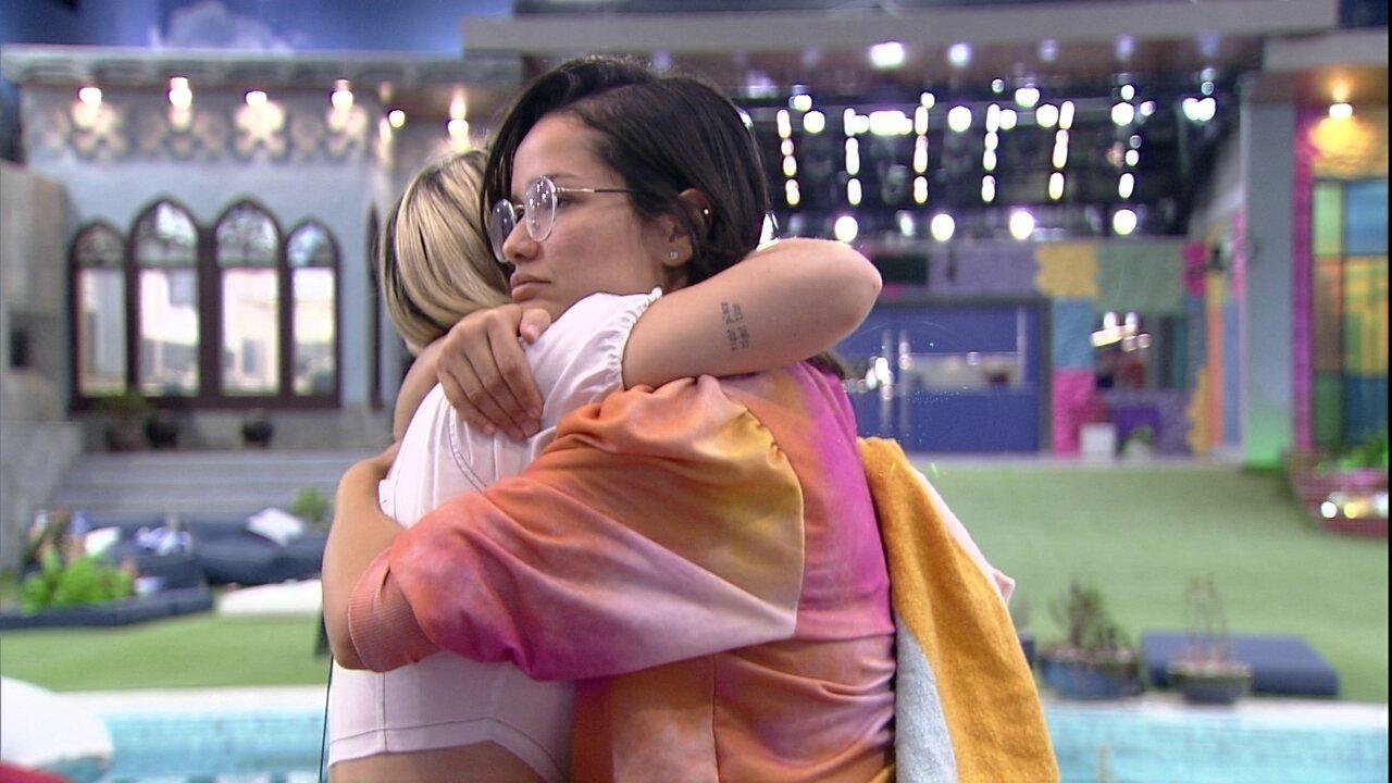 Após conversa, Viih Tube abraça Juliette no BBB21 e diz: 'Deixe passar as coisas'