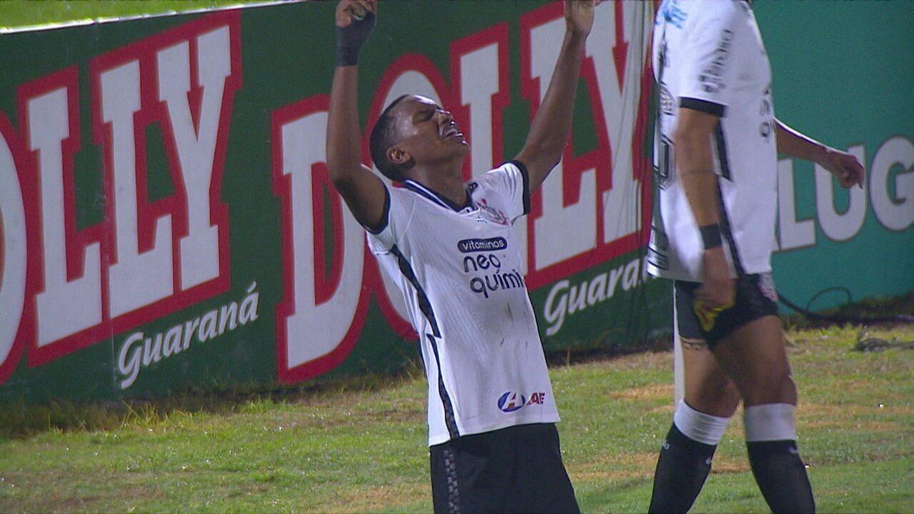 Gol do Corinthians! Léo Natel cruza, Gabriel espalma, e Cauê completa, aos 27 do 2ºT