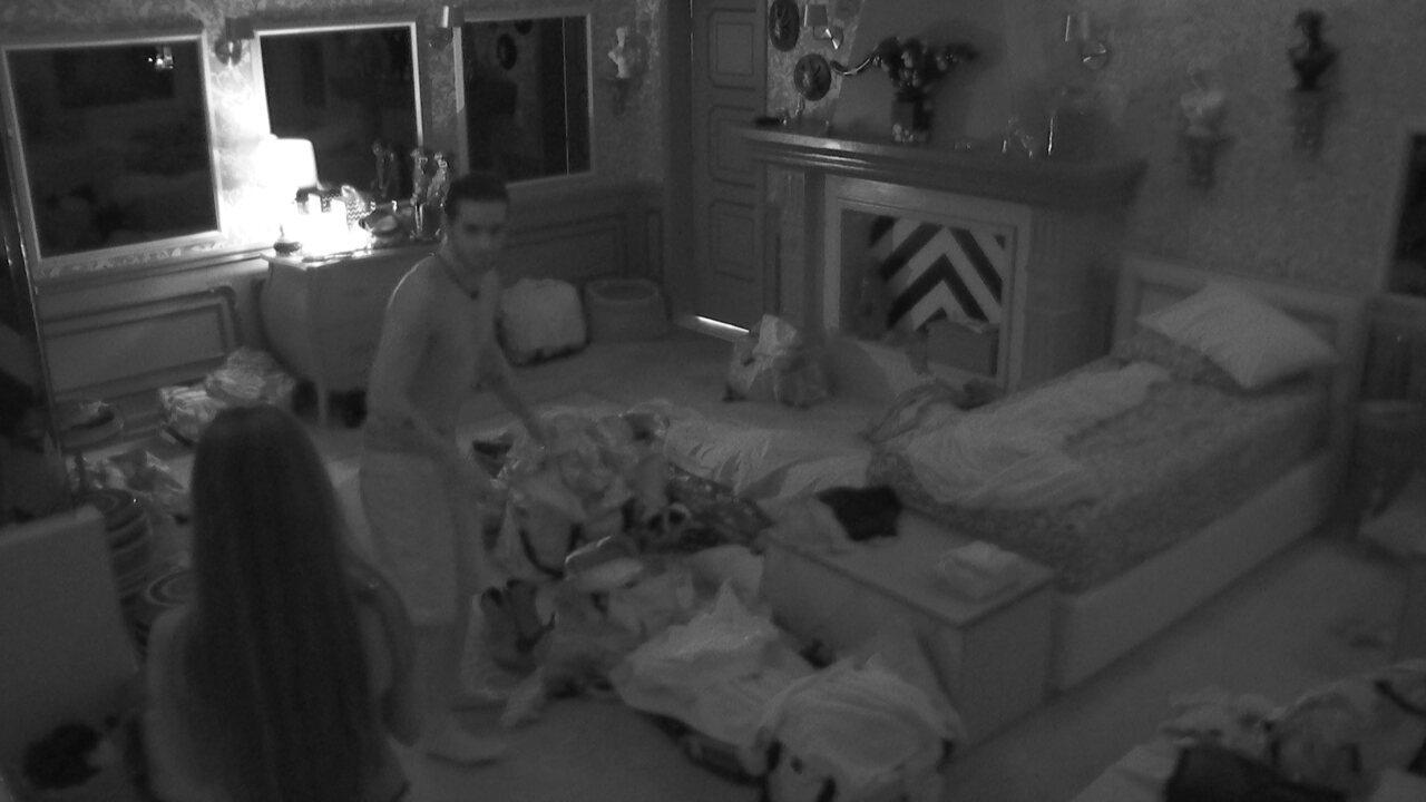 No BBB21, Fiuk e Thaís descobrem que vão dormir sozinhos no Quarto Colorido