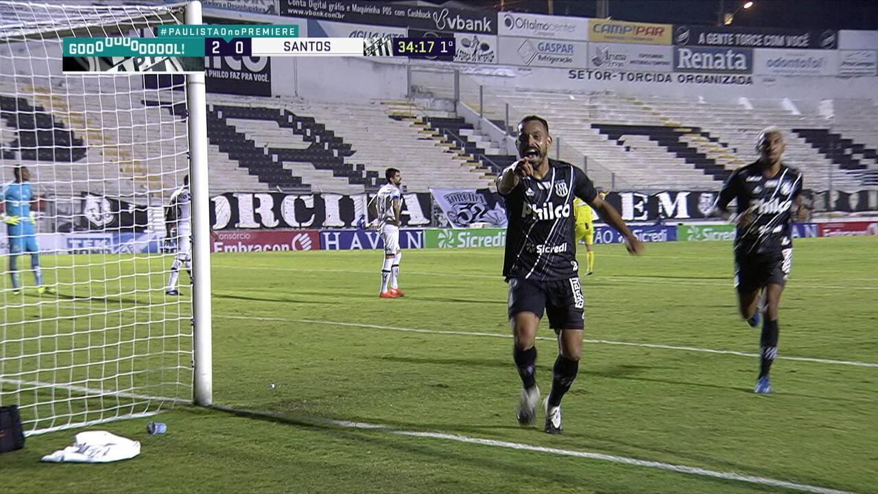 Gol da Ponte Preta! Em mais um contra-ataque, Moisés recebe lançamento nas costas da zaga, avança e bate cruzado para marcar, aos 33 do 1º