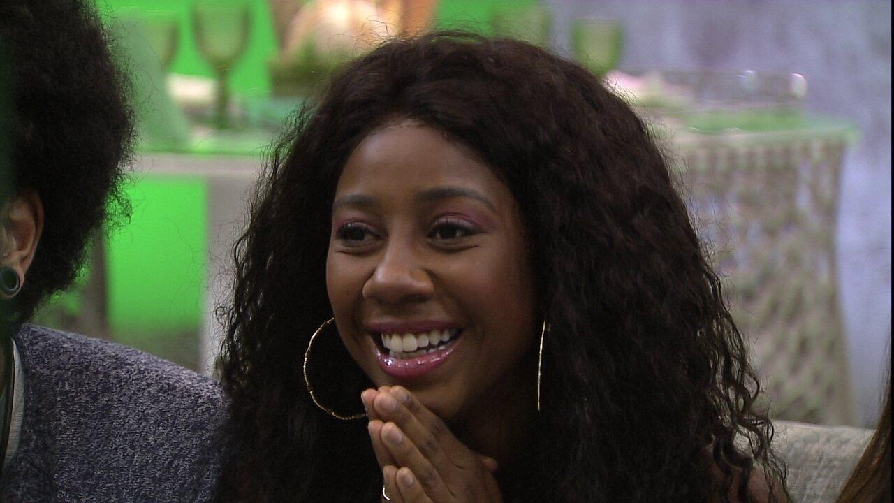 Camilla de Lucas se emociona com Presente do Anjo no BBB21