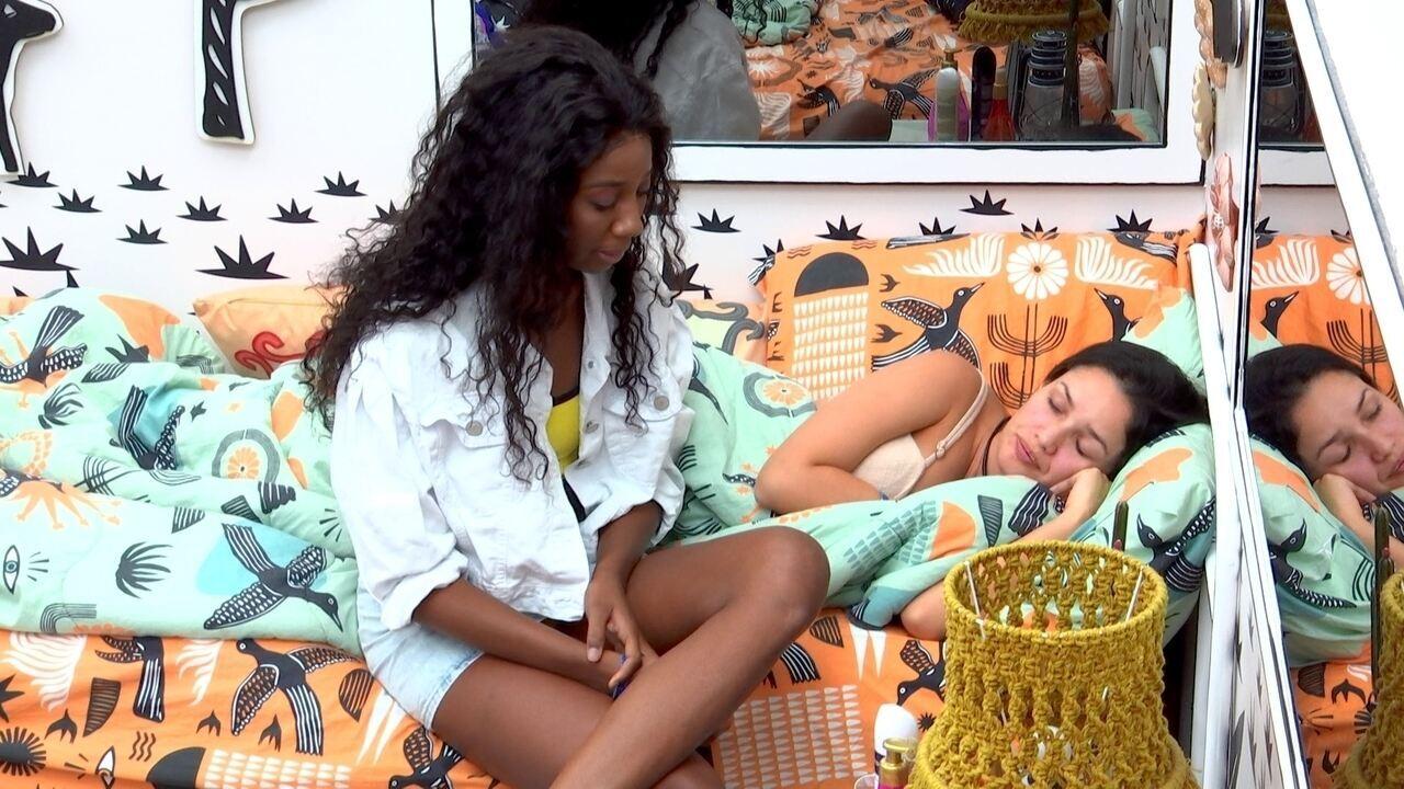 Camilla de Lucas aconselha Juliette após discussão com Pocah no BBB21