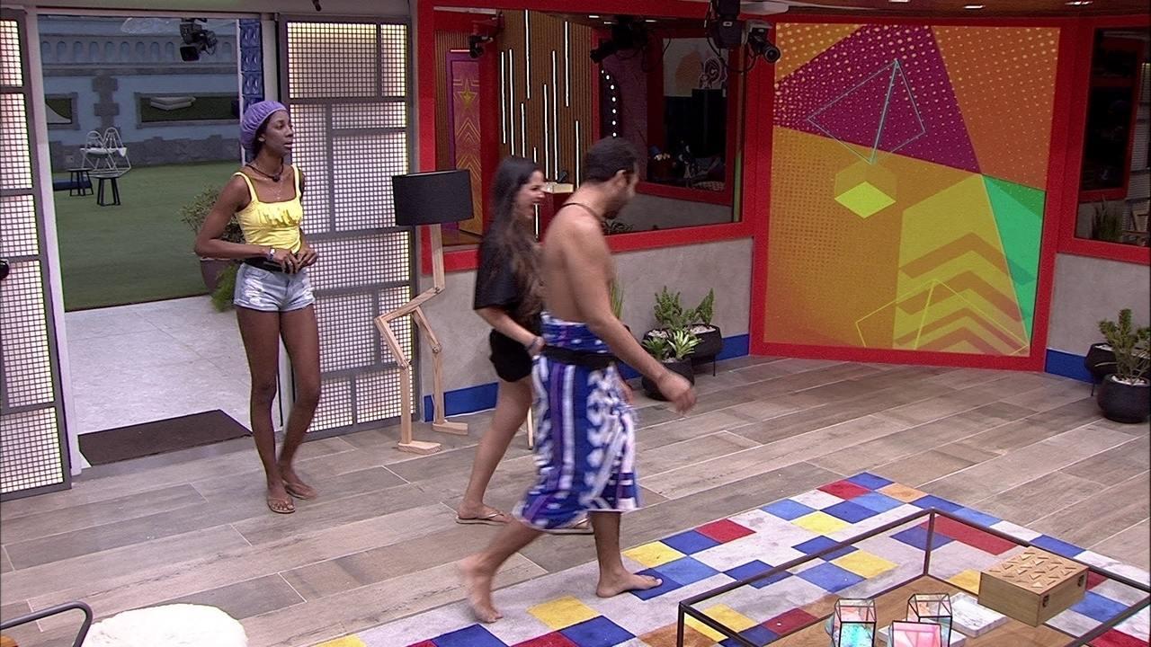 Gilberto descobre trollagem de Juliette e comenta: 'Achei que fosse Caio, ele ficou rindo'