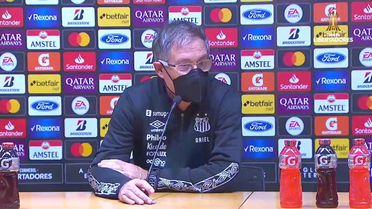 Confira a coletiva de Ariel Holan após derrota do Santos para o Barcelona-EQU