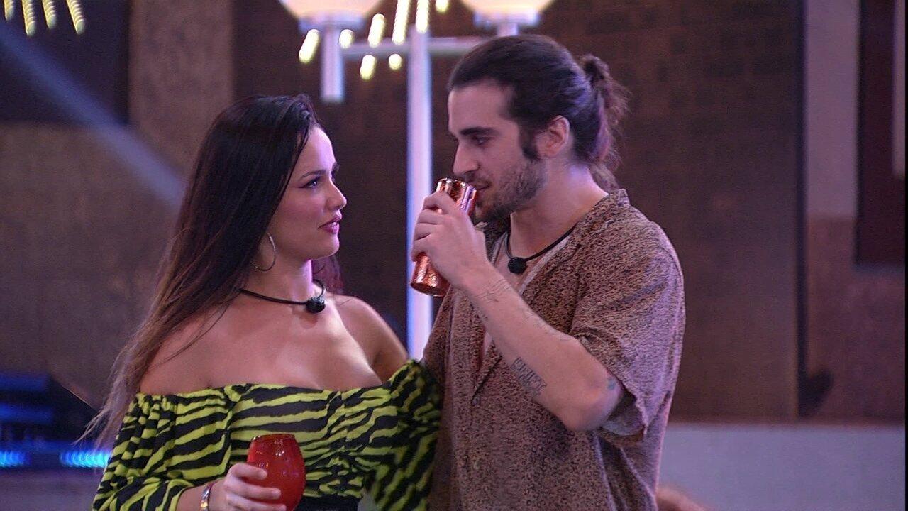 Fiuk imita apresentador e entrevista Juliette sobre o BBB21: 'Quem você acha que ganha?'
