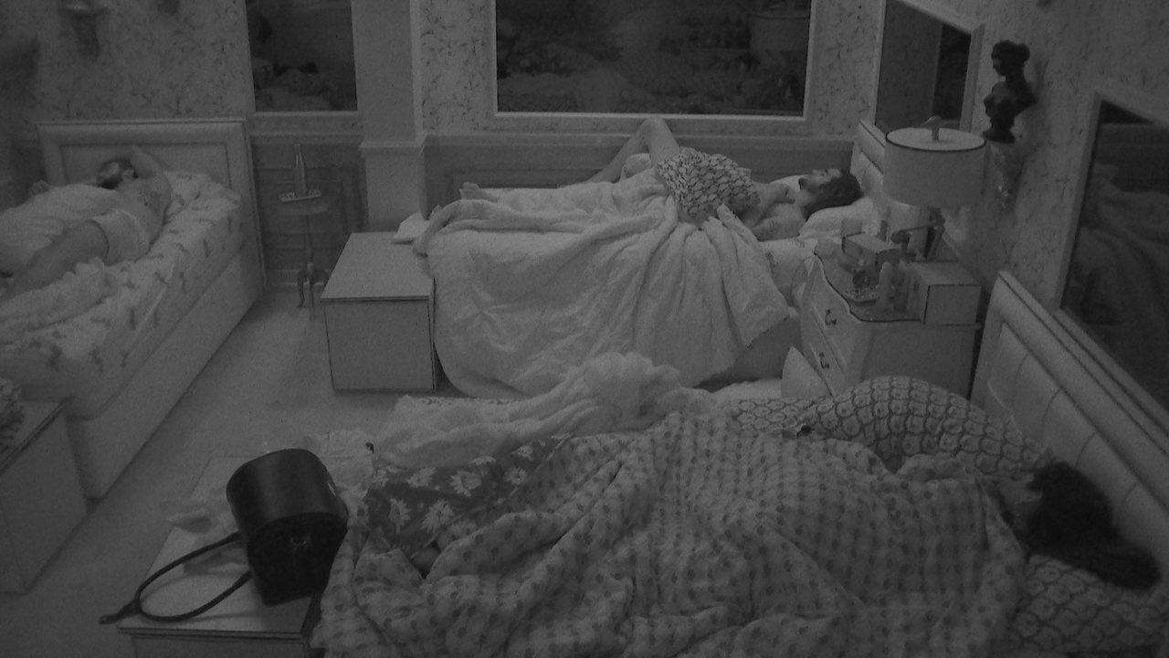 Confinados dormem após a Festa BBBotequim no BBB21