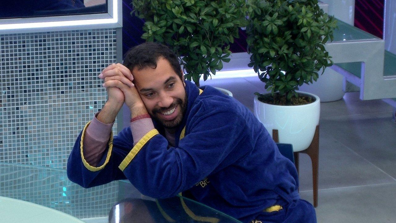 Gilberto diz que faria casal com Lucas no BBB21: 'A gente ficou e tudo'