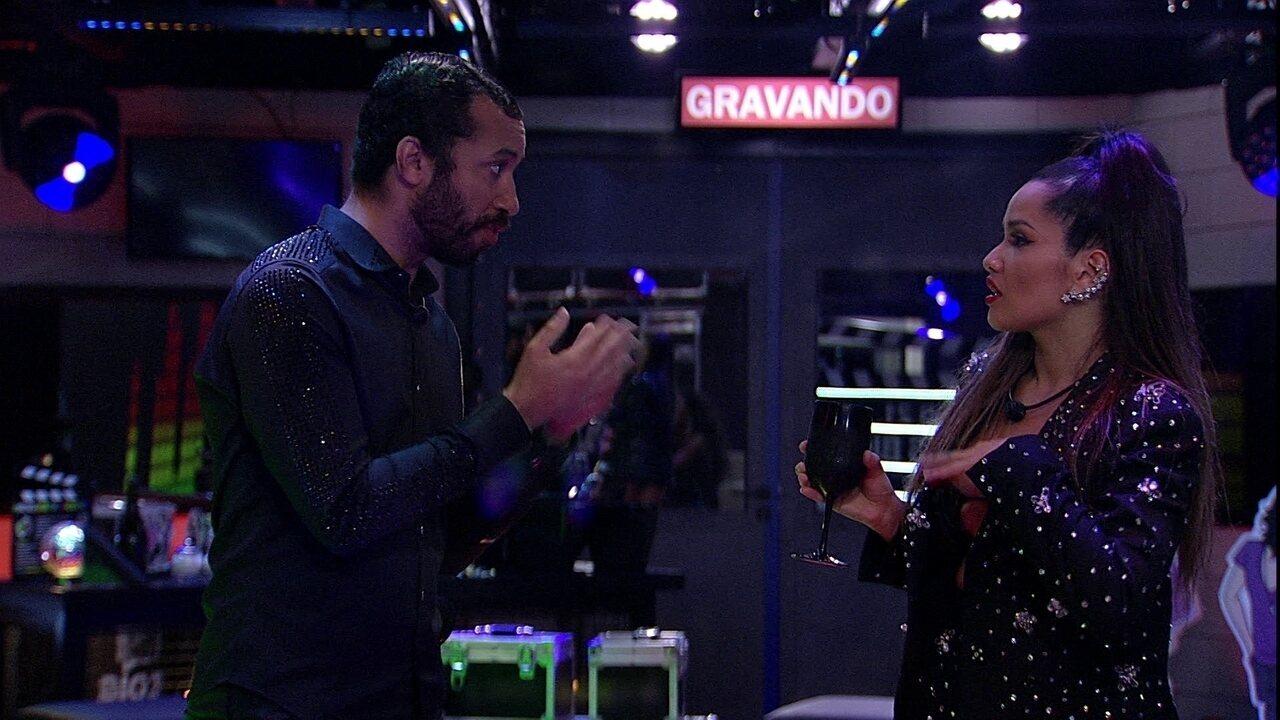 Gilberto declara para Juliette em Festa 'Memórias': 'Todo mundo aqui gosta muito de você'
