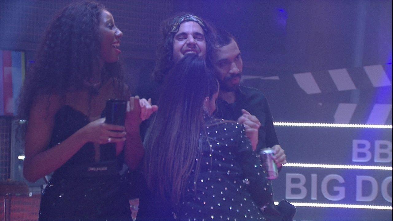 No BBB21, Fiuk chora abraçado com brothers ao som da primeira música que lançou