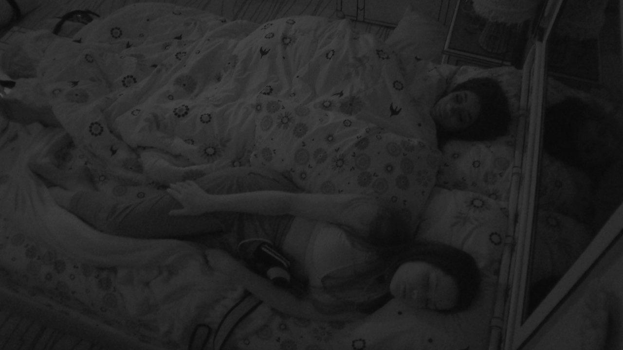 Após noite com eliminação de Gilberto, os três finalistas dormem no BBB21