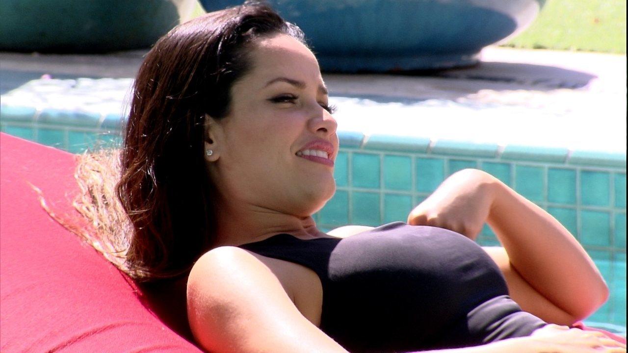 Na piscina do BBB21, Juliette elogia Fiuk: 'Por que tão maravilhoso?'
