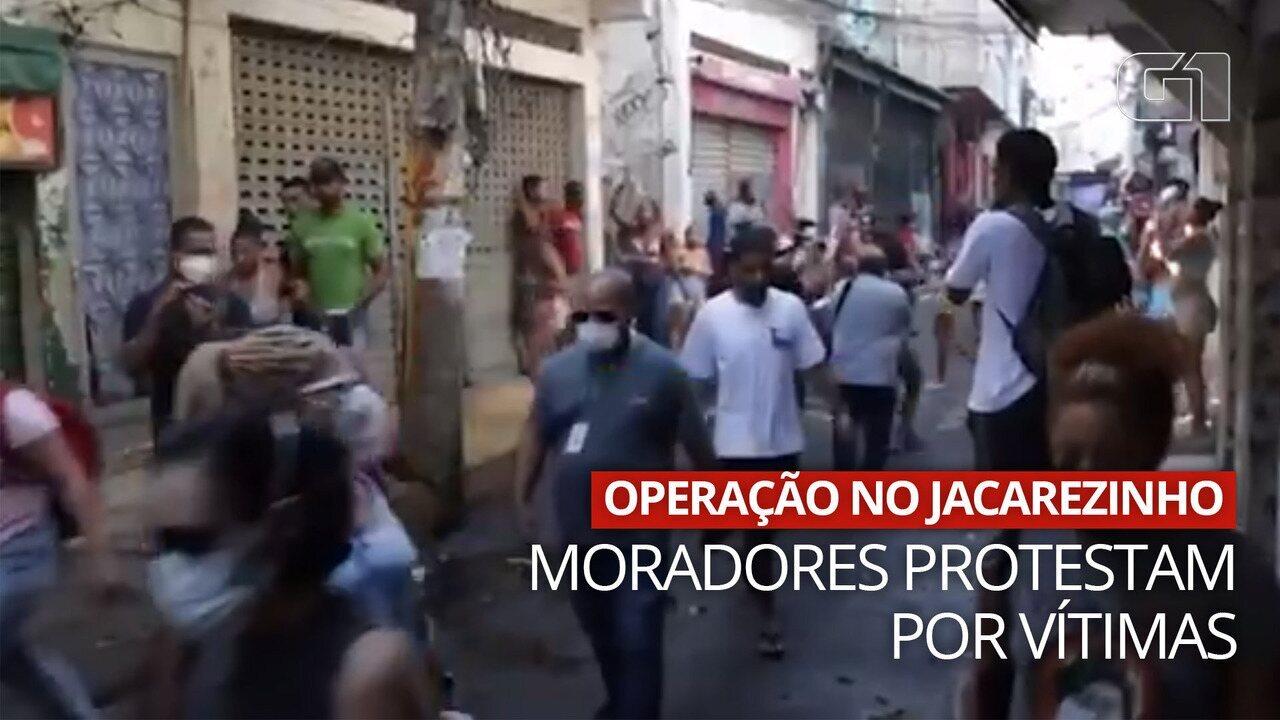 VÍDEO: Moradores fazem manifestação após mortes no Jacarezinho