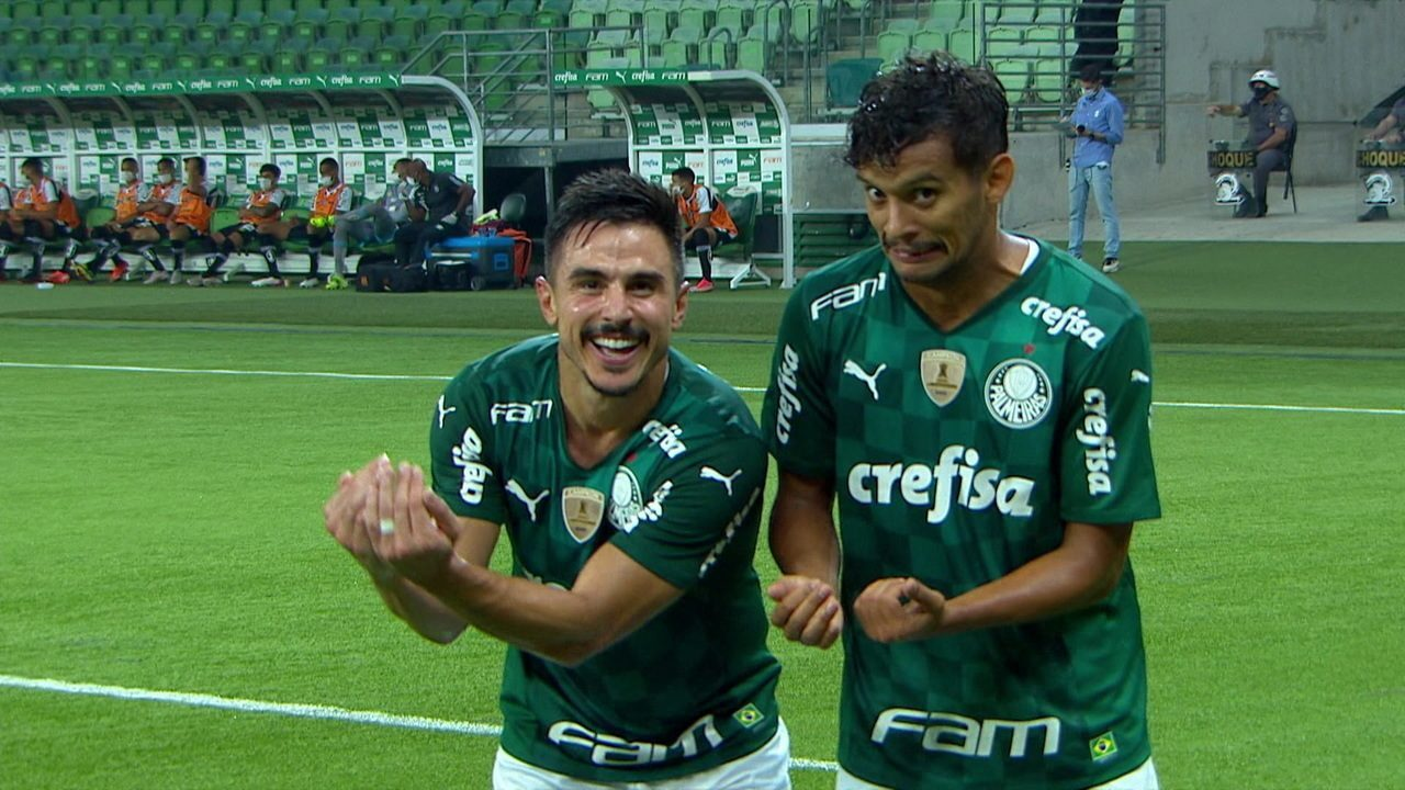Gol do Palmeiras! Scarpa cobra escanteio na medida na primeira trave para Willian marcar aos 22' do 1T