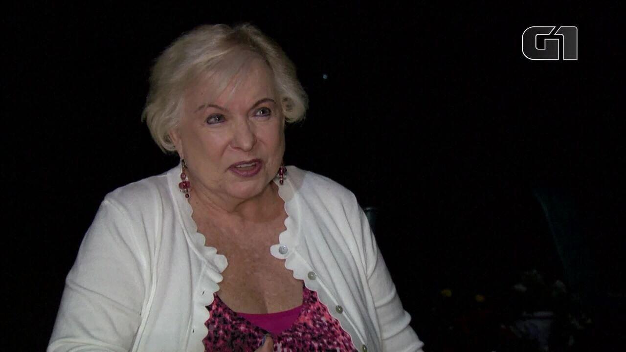 Video: L'anziana tenta di prelevare denaro e scopre che un miliardo di dollari è stato depositato sul suo conto negli Stati Uniti