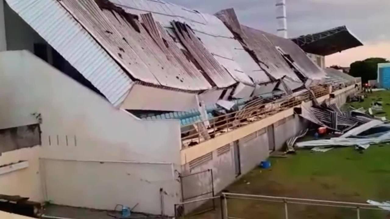 """Homem registra destroços minutos após desabamento de estádio em Imperatriz: """"Terror"""""""