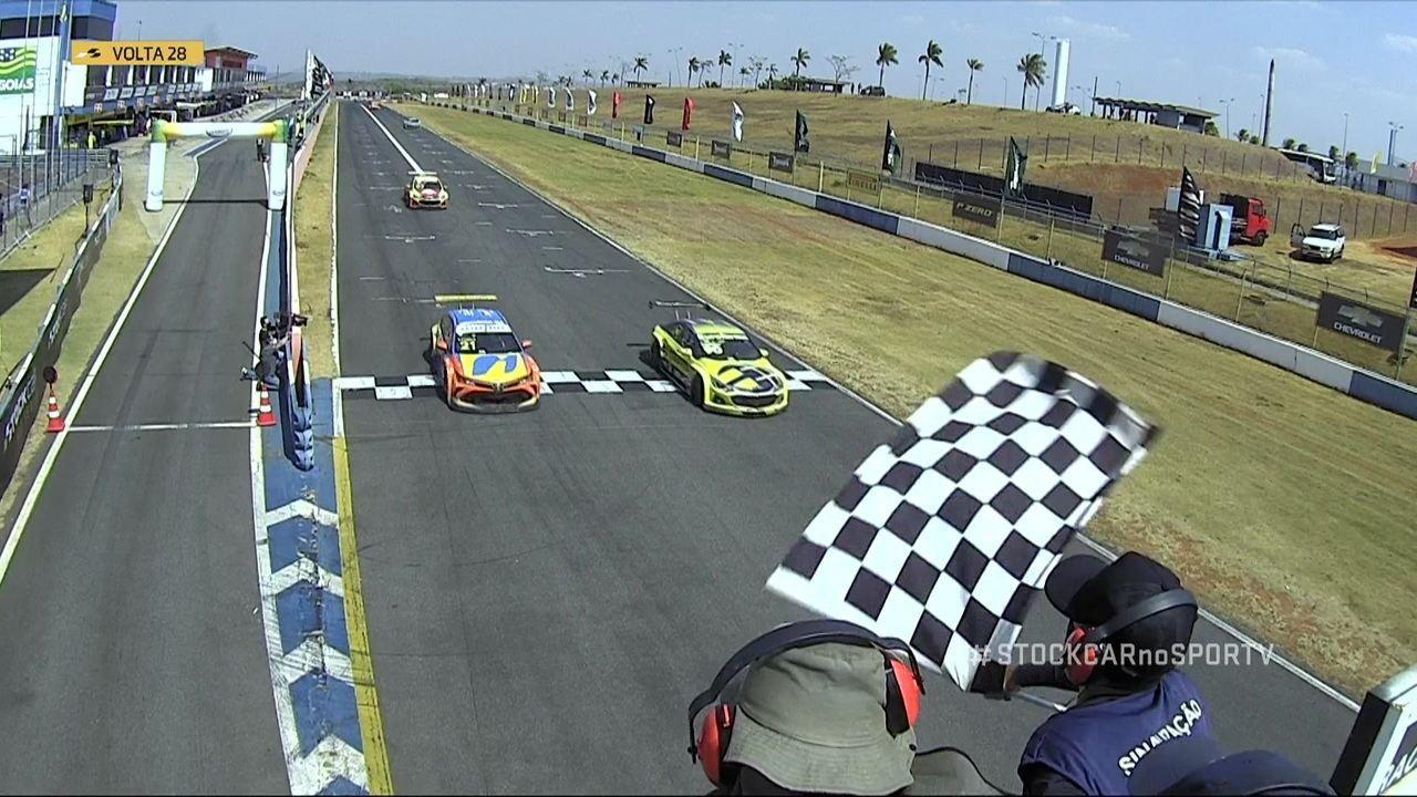 Em final emocionante, Ricardo Mauricio vence a corrida 2 de Goiânia na Stock Car